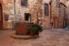 Montepulciano bien, l'Italie Image stock