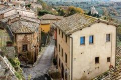 Montepulciano gatasikt arkivbild