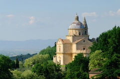 Montepulciano kyrka fotografering för bildbyråer
