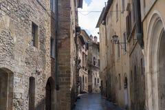 Montepulciano Siena, Italien: historiska byggnader arkivbild