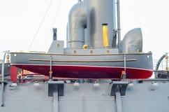 Monter à bord du vieux croiseur blindé photographie stock