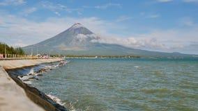 Montera den Mayon vulkan i landskapet av Bicol, Filippinerna lager videofilmer