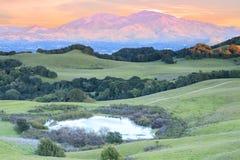 Montera Diablo Sunset, som sett från regionala Briones parkera arkivbild