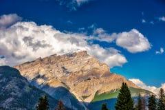 Montera Rundle, Banff, kanadensiska steniga berg Arkivbilder
