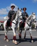 monterade kvinnlig polis Royaltyfri Bild