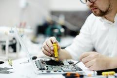 Monterande bräde för elektronisk strömkrets i bärbar dator Royaltyfri Fotografi