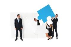 Monterande pussel för affärsfolk Fotografering för Bildbyråer
