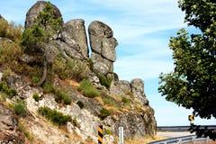 monterar den head mannen för stenblocket gammal portugis s Arkivbilder