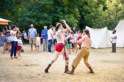Monterenzio, reconstitution celtique de festival de duel de combattants de l'Italie deux Photographie stock libre de droits