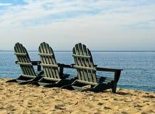 Monterey-Bucht-Kalifornien-Strandstühle Lizenzfreie Stockbilder