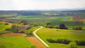 Monteriggioni landskap med bakgrund för blå himmel arkivbilder