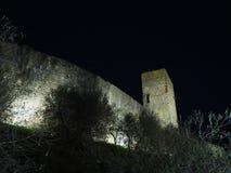 Monteriggioni, Siena, Italia Paesaggio di notte delle pareti esterne del villaggio La Toscana, Italia Immagine Stock