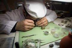 Montering av den mekaniska klockan Fotografering för Bildbyråer