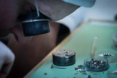 Montering av den mekaniska klockan Royaltyfri Foto
