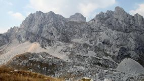 Montering Bobotov Kuk i den Durmitor nationalparken arkivfilmer