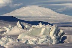 Montering Erebus, Antarktis Arkivbild