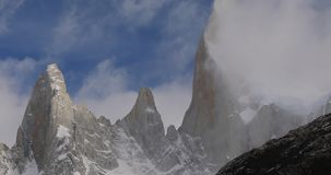 Montering Fitz Roy på gryning Argentina Patagonia lager videofilmer