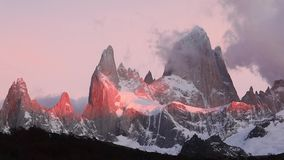 Montering Fitz Roy på gryning Argentina Patagonia stock video