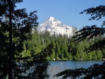 Montering Hood Over Lost Lake royaltyfri foto