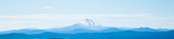 Montering Jefferson mot en panorama för blå himmel Arkivbilder