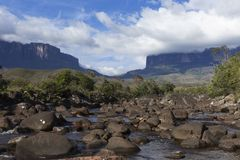 Montering Roraima och Kukenan Tepui arkivfoto