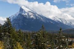 Montering Rundle nära Banff Alberta Royaltyfri Foto
