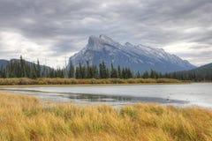 Montering Rundle nära Banff, Alberta Arkivfoto