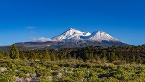 Montering Shasta av nordliga Kalifornien fotografering för bildbyråer