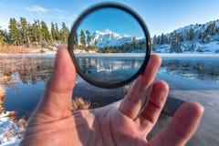Montering Shuksan och bild sjö i bagaren Wilderness royaltyfria foton