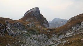 Montering Uvita Greda i den Durmitor nationalparken stock video