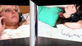 Montering van vrouwen het luisteren muziek stock videobeelden