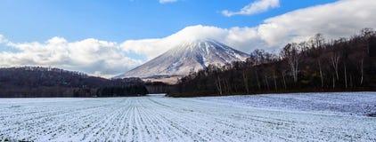 Montering Yotei Hokkaido Japan, fältsnö Royaltyfri Bild