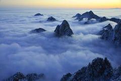 MonteringsHuangshan soluppgång i vinter Royaltyfri Foto