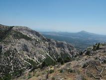 MonteringsParnitha nationalpark, Grekland Chounis klyfta - Attica från monteringen Parnes royaltyfria bilder