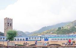 Monterosso Italien - Juni 25, 2016: Järnvägsstation i Monterosso Arkivfoto