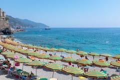 Monterosso plaża w lato sezonie, Cinque terre, Liguria, Włochy Obrazy Stock
