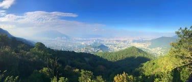 Monterrey Meksyk od Parque Ecolà ³ gico Chipinque fotografia royalty free