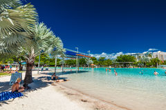 MONTES DE PEDRAS, AUSTRÁLIA - 27 DE MARÇO DE 2016 Lagoa tropical da natação em t foto de stock royalty free