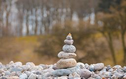 Montes de pedras na praia na ilha de Bornholm - Dinamarca Foto de Stock Royalty Free