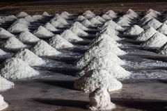 Montes de sal no pântano de sal Fotos de Stock Royalty Free
