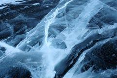 Montes do gelo de campo na costa do norte da ilha de Olkhon no Lago Baikal Foto de Stock Royalty Free