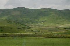 Montes e prados, montanhas e nuvens Fotografia de Stock