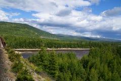 Montes e rio Imagens de Stock Royalty Free