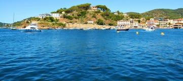 Montes panorâmicos, rochas na ilha da Ilha de Elba, Itália Imagem de Stock Royalty Free