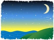 Montes próximos crepusculares ao lado do oceano Fotos de Stock Royalty Free