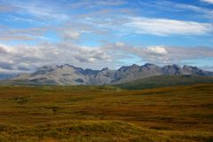 Montes rochosos na ilha do céu Fotografia de Stock