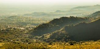 Montes verdes enevoados imagem de stock royalty free