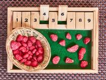 Montessori-Abakus für die Zählung lizenzfreies stockfoto