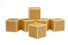 Montessori guld- pärlor - kub 1000 Arkivfoto