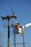 Monteur de lignes de compagnie d'électricité Photo stock
